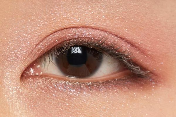 しっとり質感でまぶたに密着!ビビットピンクと繊細なツヤで色っぽメイクに仕上がるピンクモヘアをご紹介に関する画像40