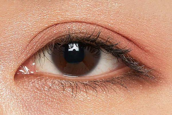 しっとり質感でまぶたに密着!カーキカラーでクールな目元を演出するベージュムートンをご紹介に関する画像20