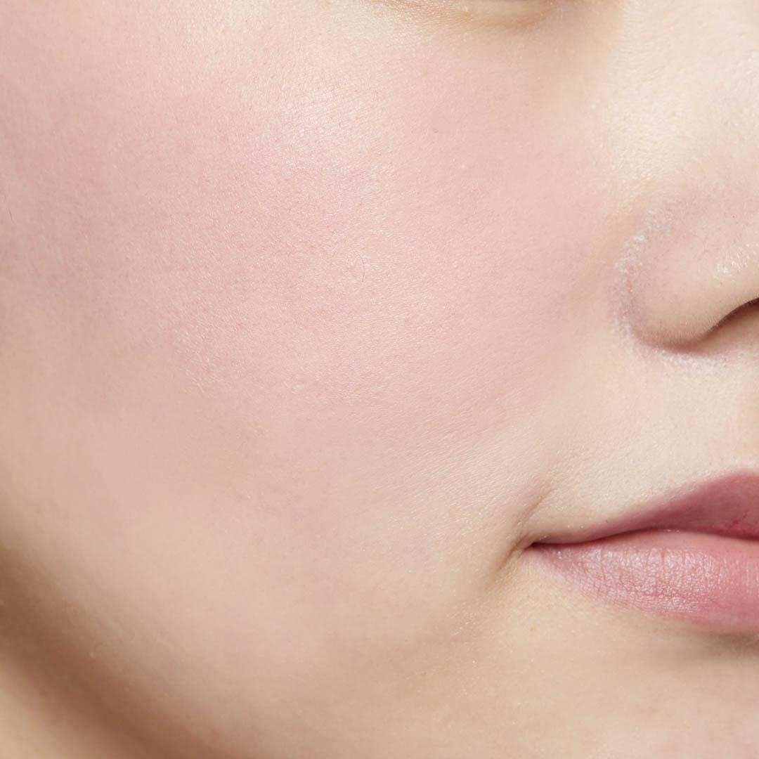 鮮やか発色で色持ちも◎ 透明感あふれる肌を演出するヴァイオレットチークに関する画像16