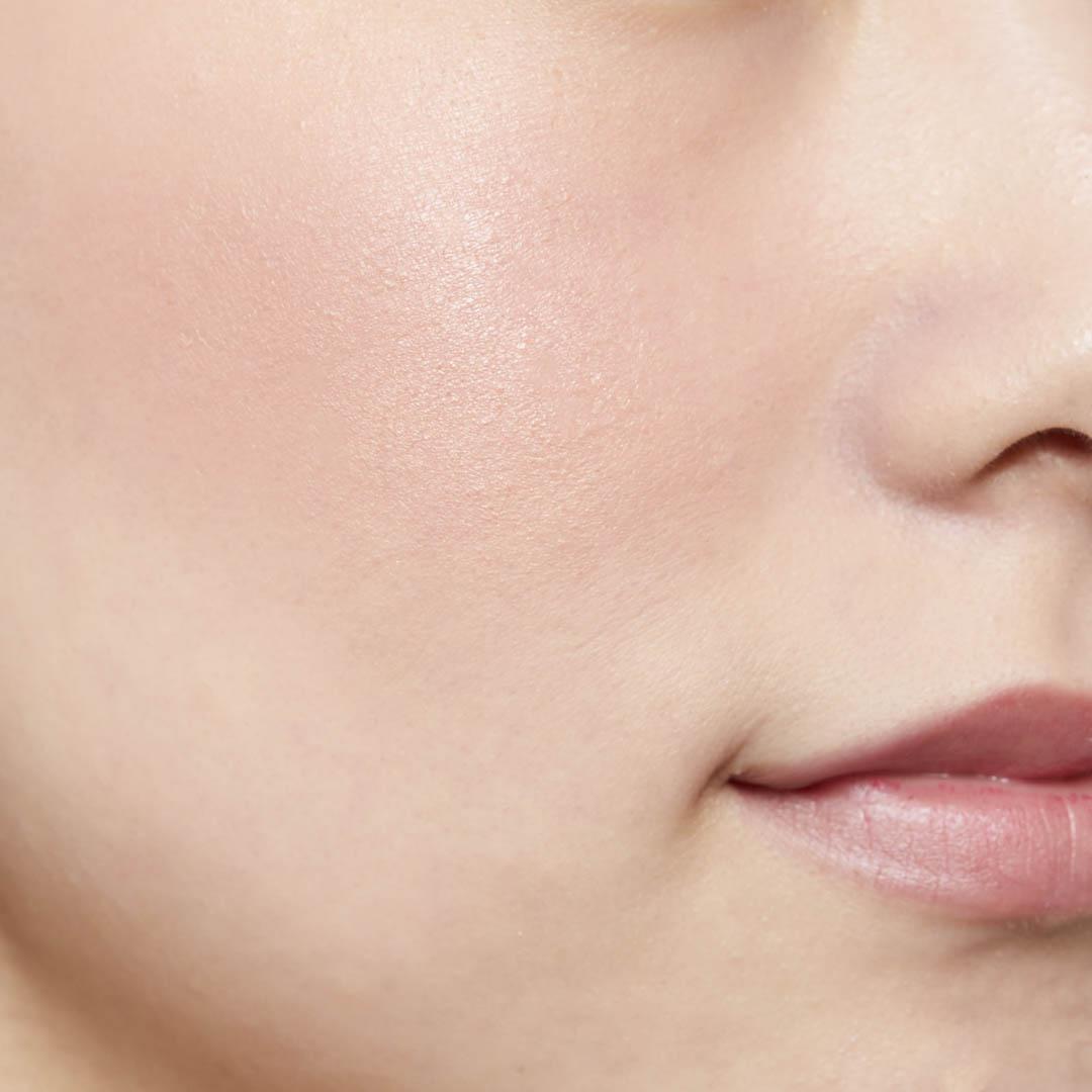 鮮やか発色で色持ちも◎ 透明感あふれる肌を演出するヴァイオレットチークに関する画像25