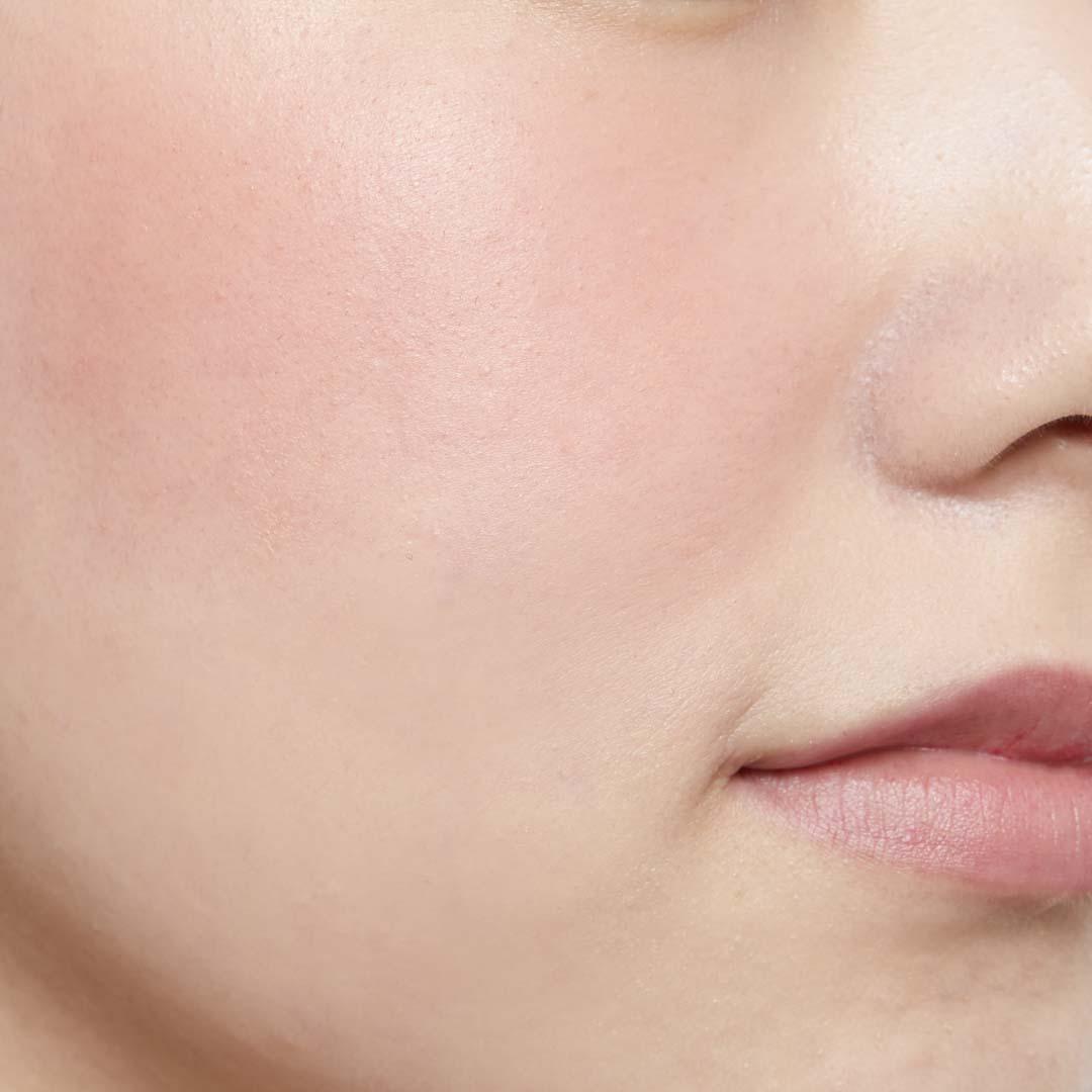 鮮やか発色で色持ちも◎ 透明感あふれる肌を演出するヴァイオレットチークに関する画像28