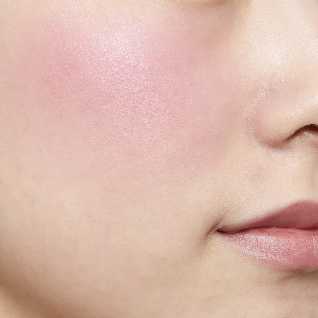 鮮やか発色で色持ちも◎ 透明感あふれる肌を演出するヴァイオレットチークに関する画像31