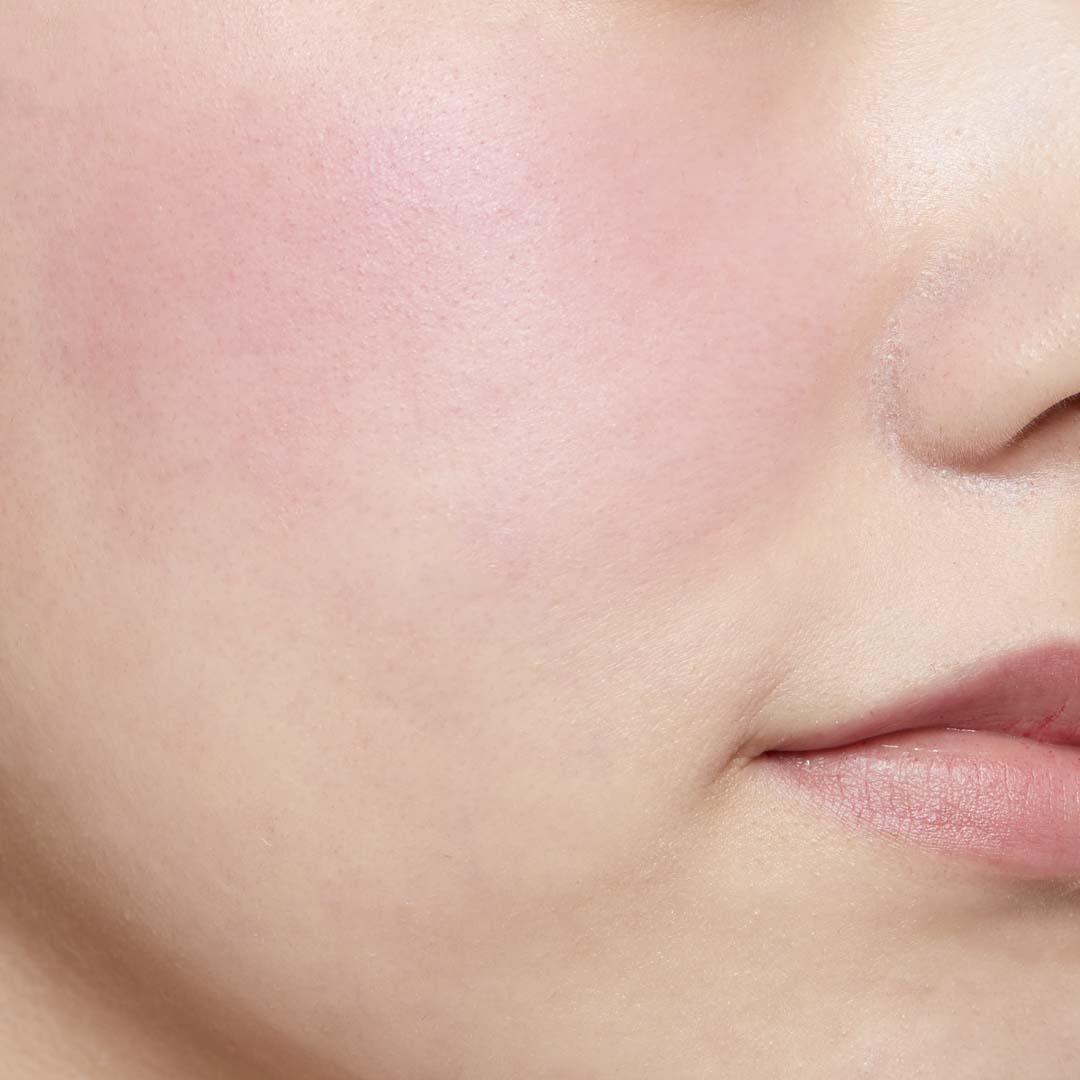 鮮やか発色で色持ちも◎ 透明感あふれる肌を演出するヴァイオレットチークに関する画像34