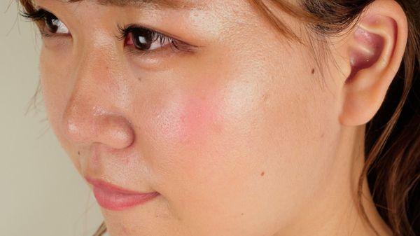 Makeup Revolution(メイクアップレボリューション)ブラッシングハート バースティングウィズラブ 3つのカラーがブレンドされたチークで立体的なツヤ感ほっぺに!に関する画像7