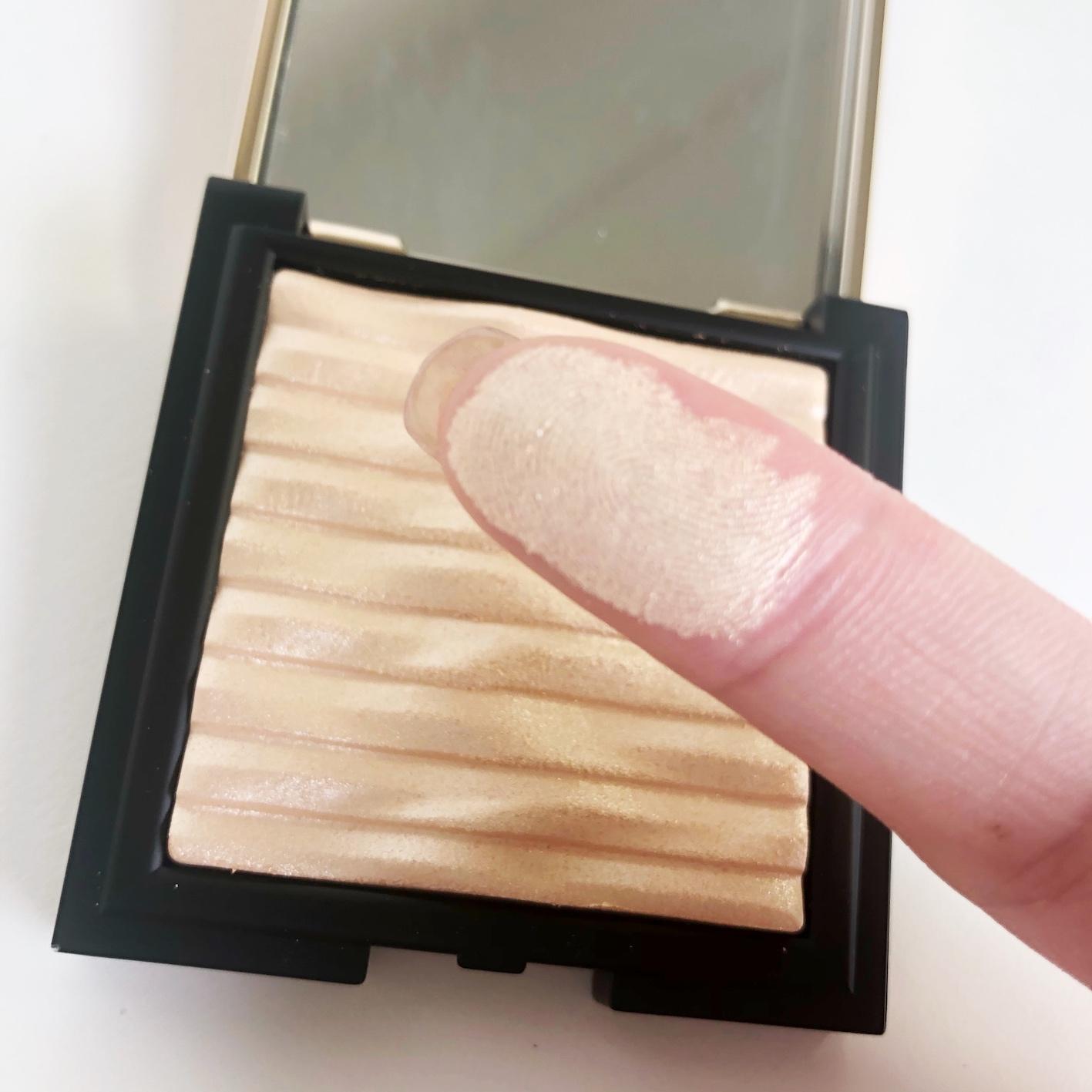 透き通るクリアなツヤ肌を演出してくれる優秀ハイライターに関する画像12