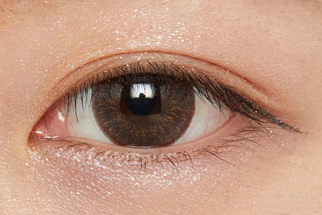 濡れたようなツヤを叶え、まぶたに密着!色気溢れるバーガンディで大人な女性に導くクリームアイシャドウに関する画像30