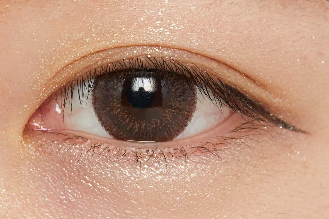 濡れたようなツヤを叶え、まぶたに密着!色気溢れるバーガンディで大人な女性に導くクリームアイシャドウに関する画像34