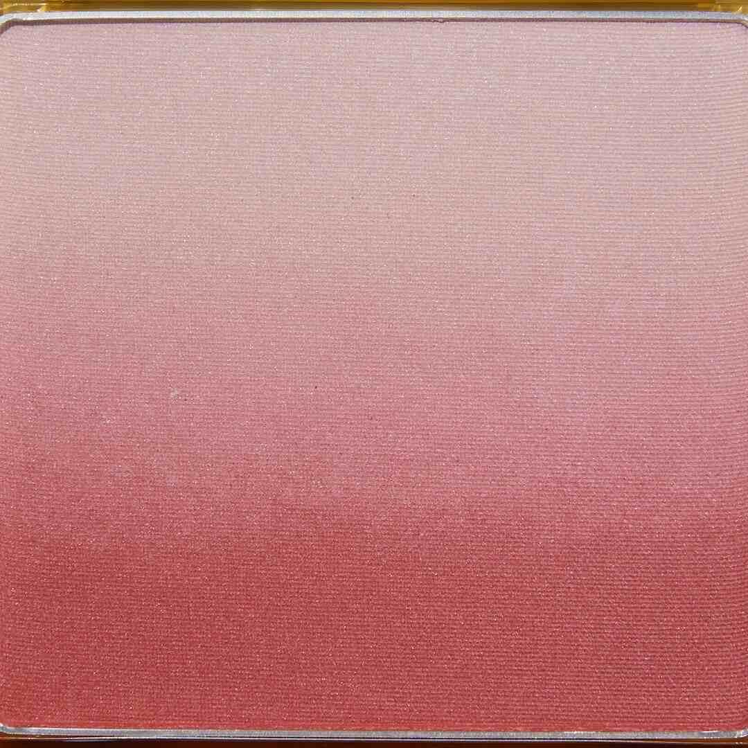 2つの血色カラーとハイライトがグラデーションに!? ブルベ冬さん必見のかわいすぎる青みピンク『AB04 シャイガール』をご紹介に関する画像9