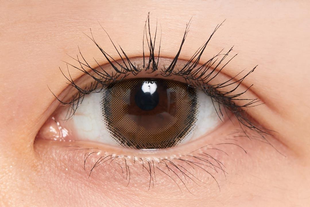 さりげないニュアンス発色で洗練されたクリアな目元に。『01 ラベンダーブラック』をご紹介に関する画像18