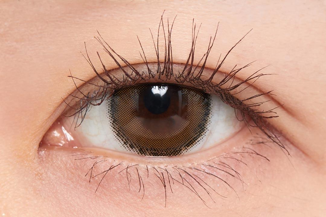 さりげないニュアンス発色で洗練されたクリアな目元に。『01 ラベンダーブラック』をご紹介に関する画像24