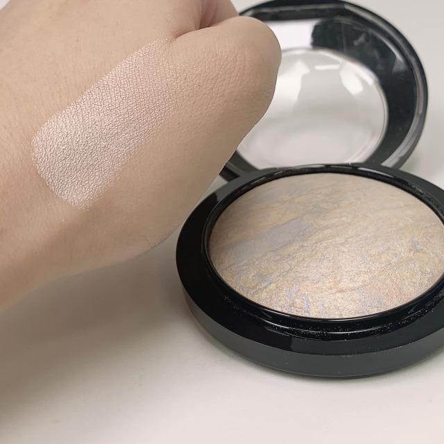 お肌を磨き上げたかのような輝き。M.A.Cの名品ハイライト ライトスカペード おすすめの使い方をご紹介!に関する画像10