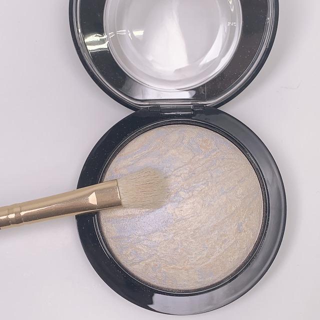 お肌を磨き上げたかのような輝き。M.A.Cの名品ハイライト ライトスカペード おすすめの使い方をご紹介!に関する画像6