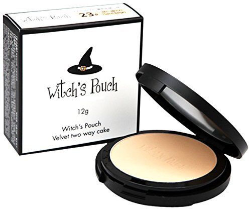 細かいパウダーが肌をきれいに見せるWitch's Pouch(ウィッチズポーチ)『べルベットトゥーウェイケーキ 23 サンドベージュ』のご紹介に関する画像1