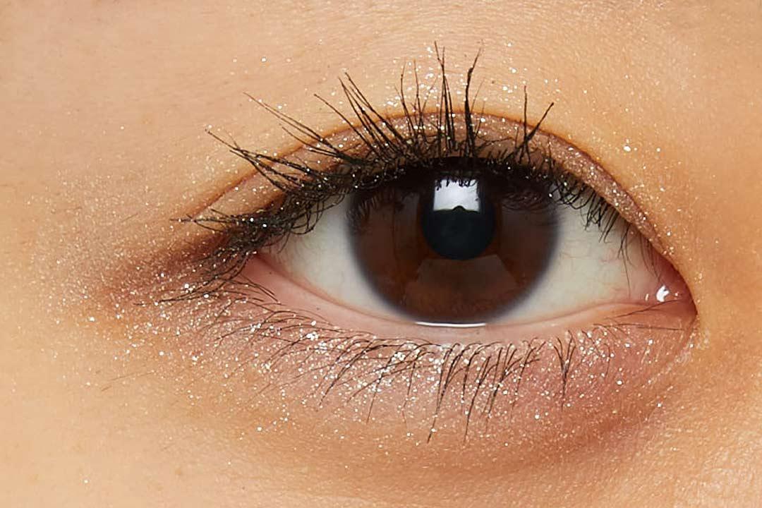 透明感溢れるキラキラアイシャドウ・・・!?目元に血色感とかわいらしさをプラスするヌードピンクをご紹介に関する画像28