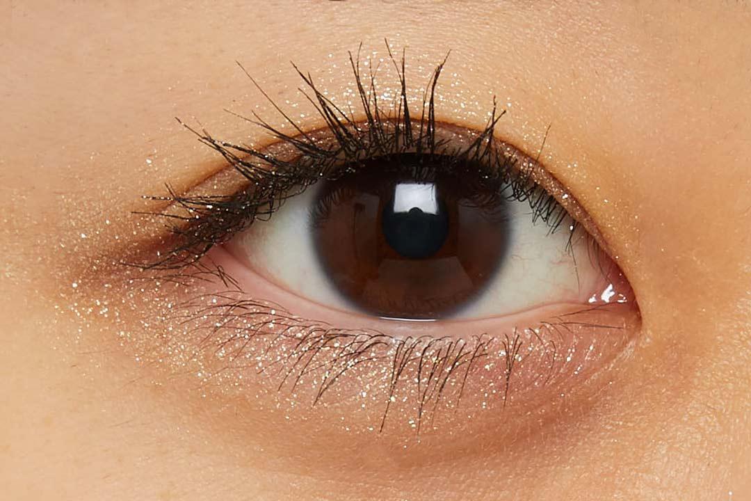 透明感溢れるキラキラアイシャドウ・・・!?目元に血色感とかわいらしさをプラスするヌードピンクをご紹介に関する画像33