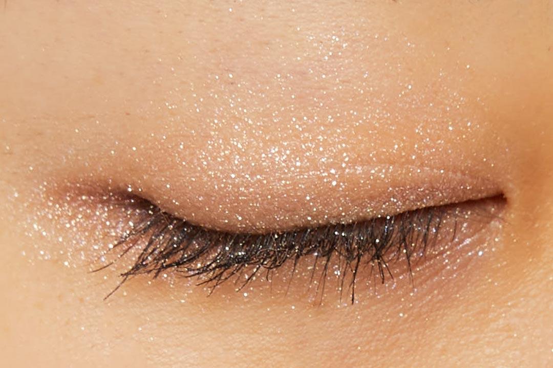 透明感溢れるキラキラアイシャドウ・・・!?目元に血色感とかわいらしさをプラスするヌードピンクをご紹介に関する画像17