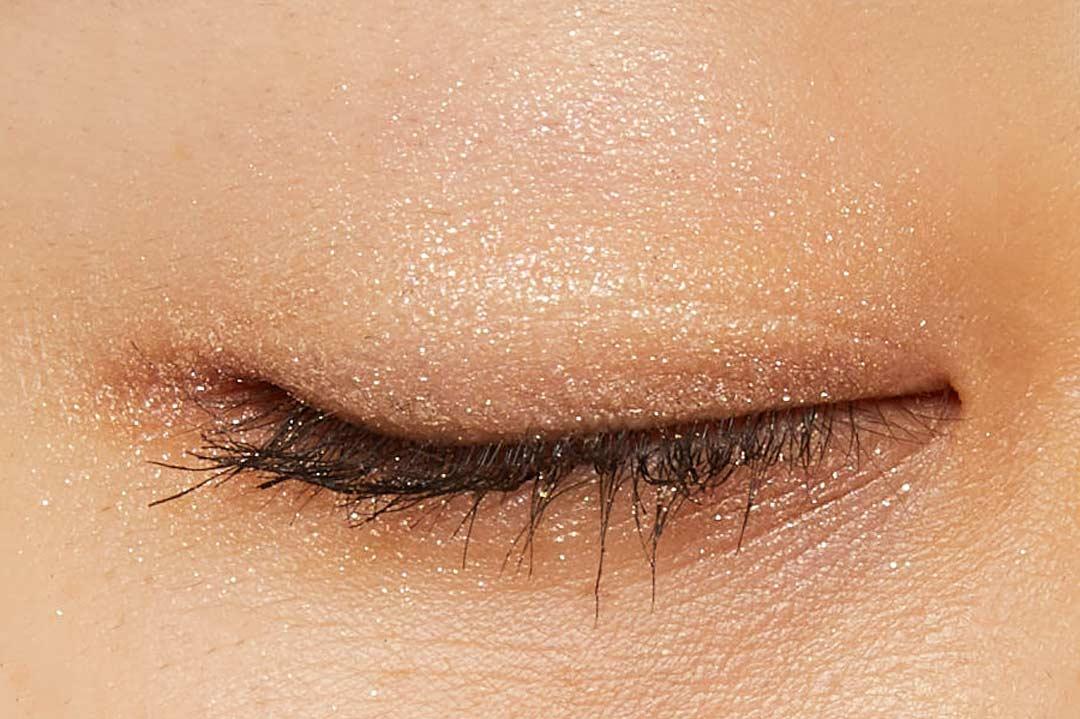 透明感溢れるキラキラアイシャドウ・・・!?目元に血色感とかわいらしさをプラスするヌードピンクをご紹介に関する画像39