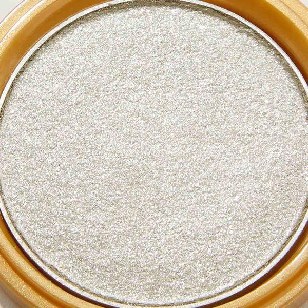 透明感溢れるキラキラアイシャドウ・・・!?目元をパッと明るくしてくれるアイスグレーをご紹介に関する画像27