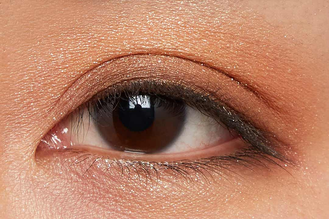 肌に溶け込むシースルー発色!ほんのり赤みのあるモードなブラウン に関する画像8