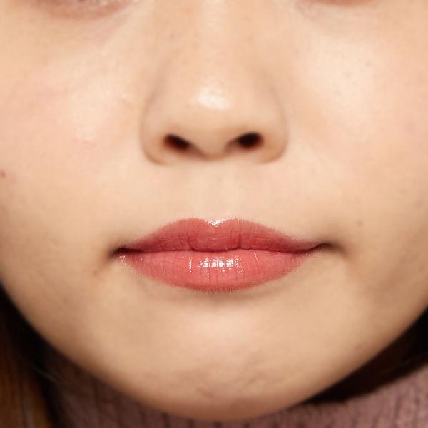 """唇の色を""""隠さずいかす""""! うるつやシアーな発色のスリークグロウリップ『ベビーレッド』をご紹介に関する画像11"""