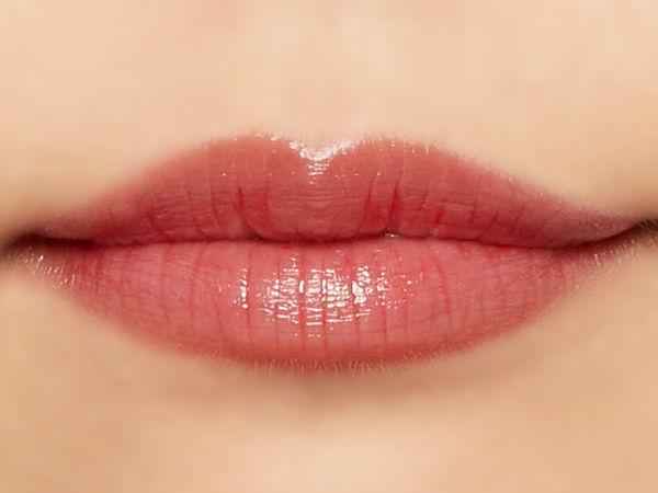 """唇の色を""""隠さずいかす""""! うるつやシアーな発色のスリークグロウリップ『ピーチメルバ』をご紹介に関する画像34"""