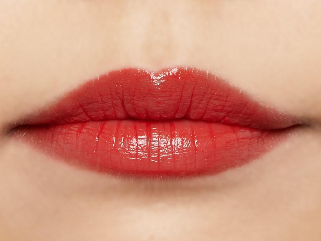 自然なツヤ感&ぷっくりリップで思わずkissしたくなる唇に♡ ジューシーな血色感をプラスしてくれるチェリーレッドをご紹介に関する画像31