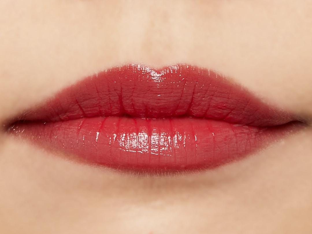 自然なツヤ感&ぷっくりリップで思わずkissしたくなる唇に♡ ジューシーな質感&発色のレディレッドをご紹介に関する画像16