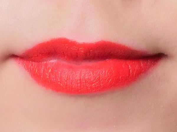夏っぽく明るい印象になれるM.A.Cの赤みオレンジリップ「レディーデンジャー」に関する画像4