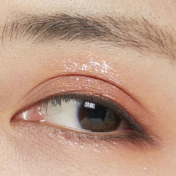 白アイライナーで透明感あふれる冬っぽ顔に♡ 使い方やおすすめアイテムをご紹介! の画像