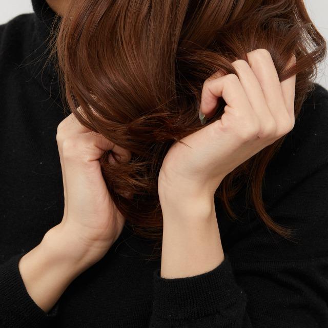 こんな風に毛先に揉み込むとまとまり感やつやが出ておすすめ!
